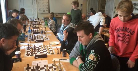 Sjakk sjakk sjakk. Eirik Kyrkjebø og Erling Nybø